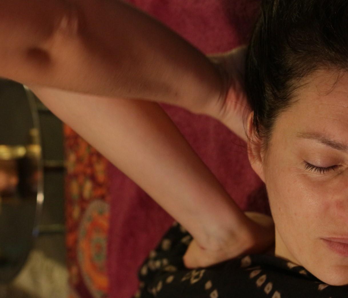 shiro abhyanga dos cuir chevelu iabhyanga massage femme enceint pré natal post natal massage soin pornichet la baule Saint-Nazaire ayurveda massage ayurvédique massages